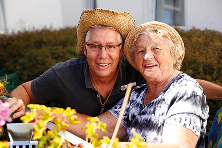 Zwei Bewohner im Garten